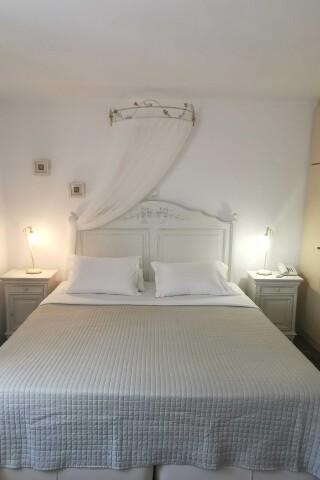 accommodation ambelas mare double bedroom-07