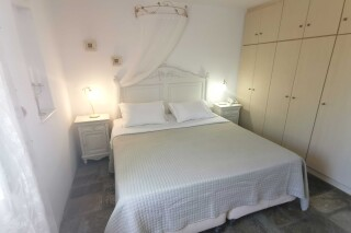 accommodation ambelas mare double bedroom-09