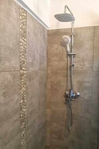 accommodation ambelas mare shower amenities