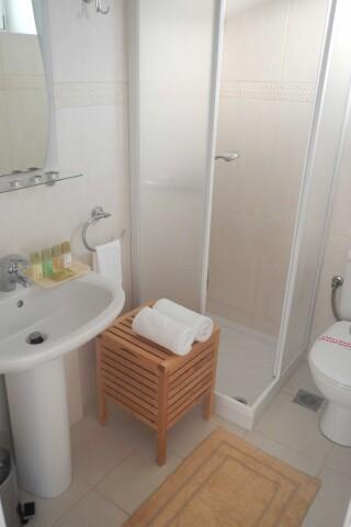 apartment 2 ambelas mare shower